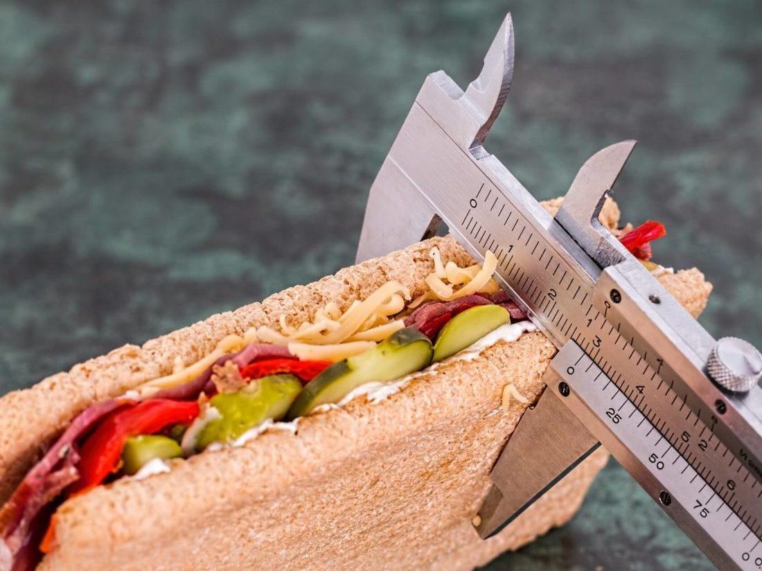 サンドイッチの厚みを計測