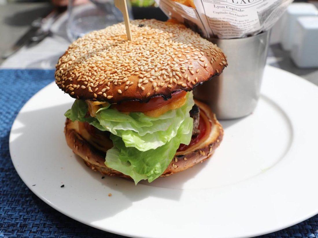 ヘルシーそうなハンバーガー