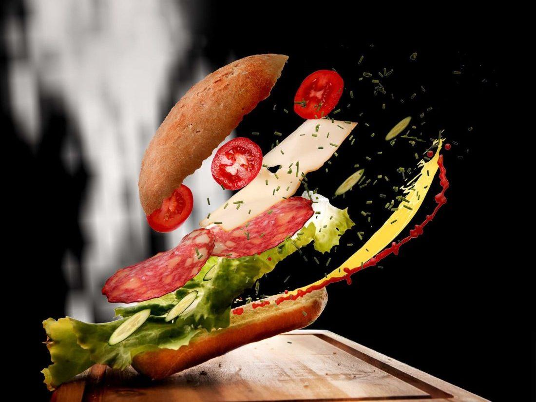 具材の多いサンドイッチ