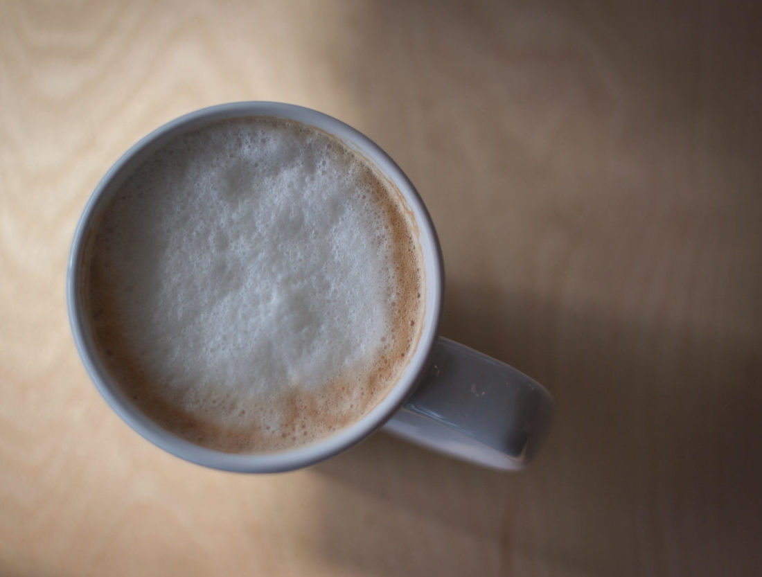 早朝のカフェラテ
